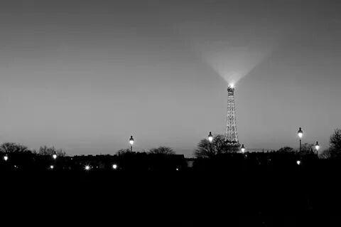 La Tour la nuit