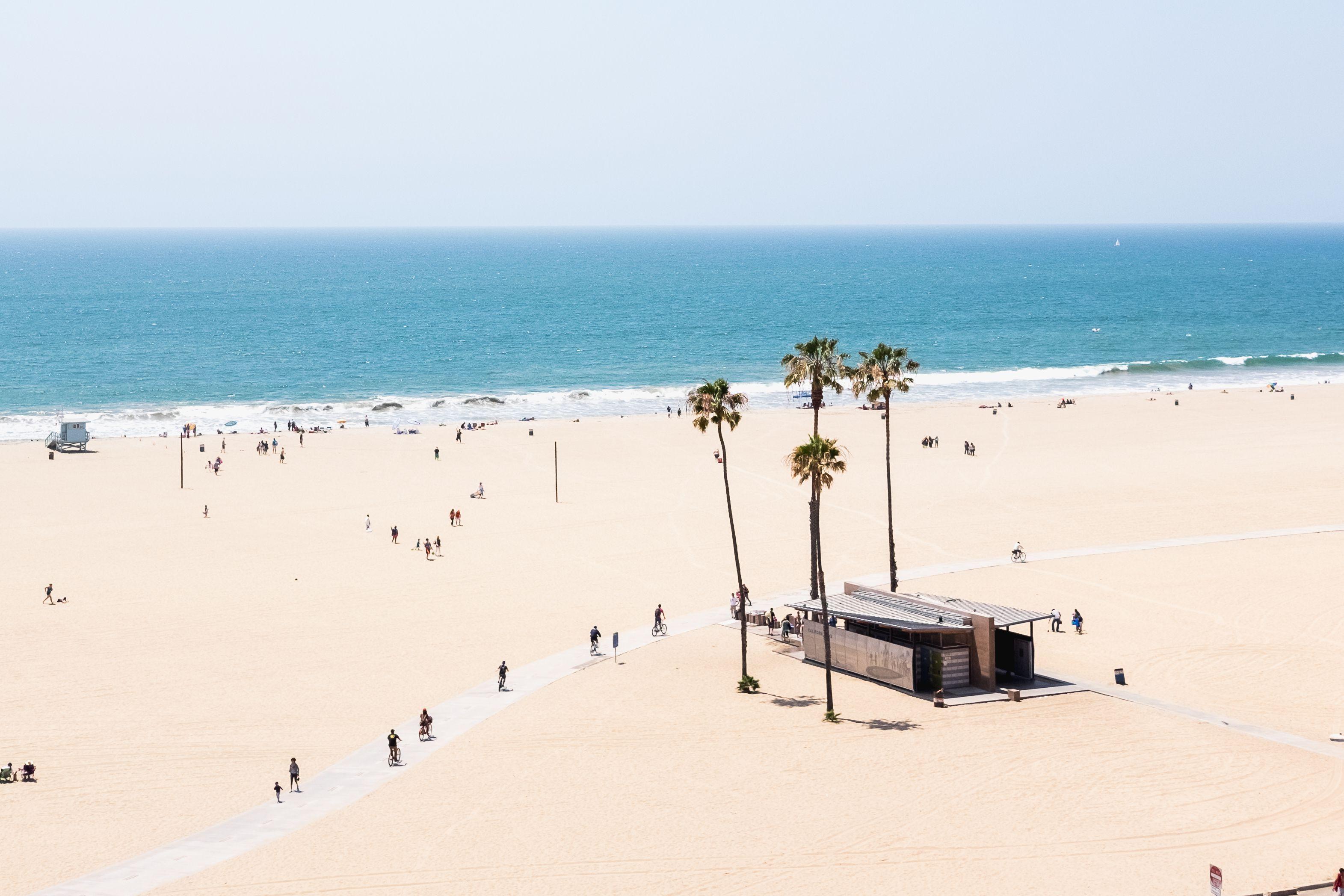 Santa Monica Beach The Complete Guide In 2020 Santa Monica Beach Santa Monica Los Angeles Beaches
