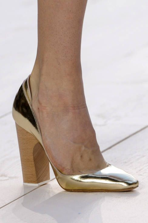 Metallic Gold Pumps With A Wooden Heel Wedding Gold Goldwedding Blacktie Weddingshoes Outfit Shoes Fashion Shoes Heels