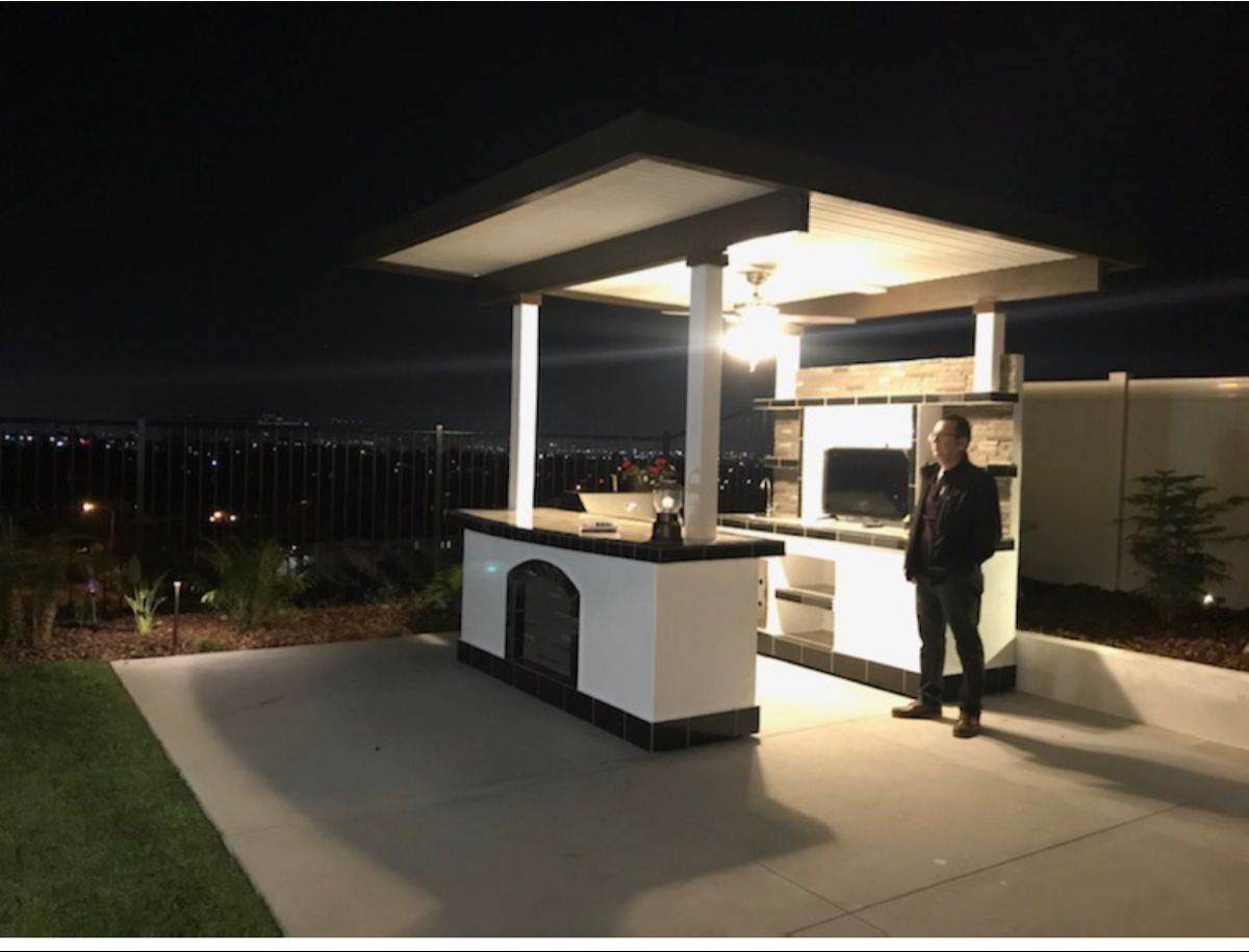 This Outdoor Kitchen Has Everything In It Kokomo Grills Outdoor Products For Diy Projects Or Complete Outdoor Kitchens Bbqgrill Pergola Outdoo In 2020 Bbq Island