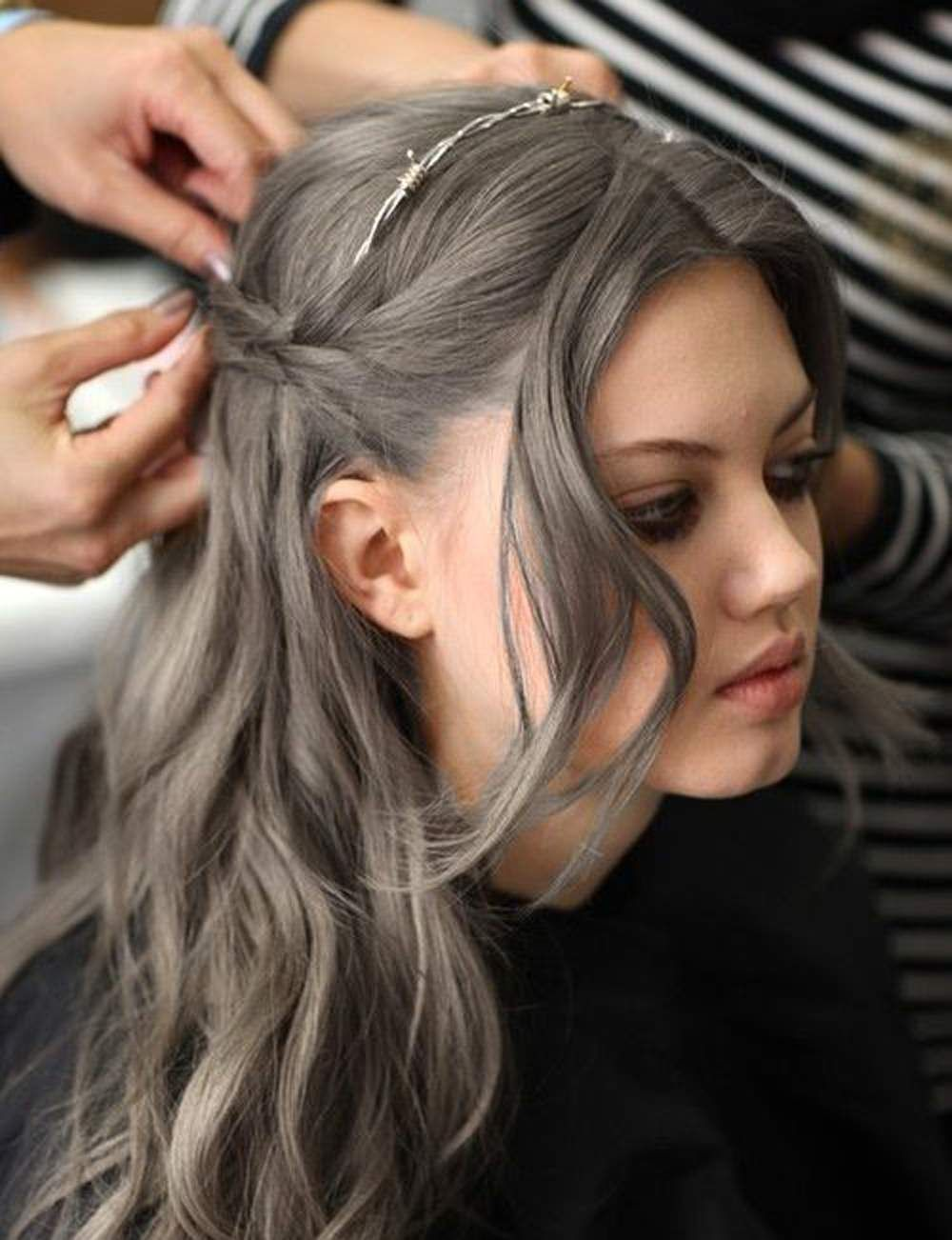 Cheveux gris on ose cette tendance gray hair and hair coloring