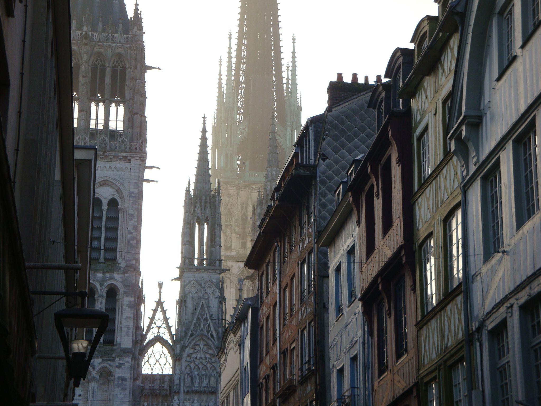 Rouen, la Cathédrale vue de la rue du Gros Horloge Resa