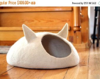 Pets bed / Cat bed cat cave cat house eco-friendly by AgnesFelt