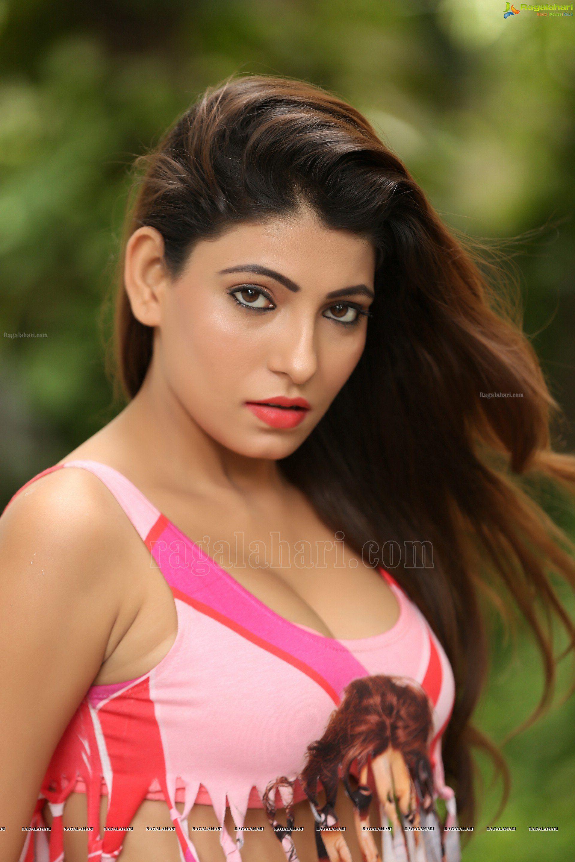 New Hd Wallpaper Of Cute Telugu Movie Heroine Sayesha Saigal