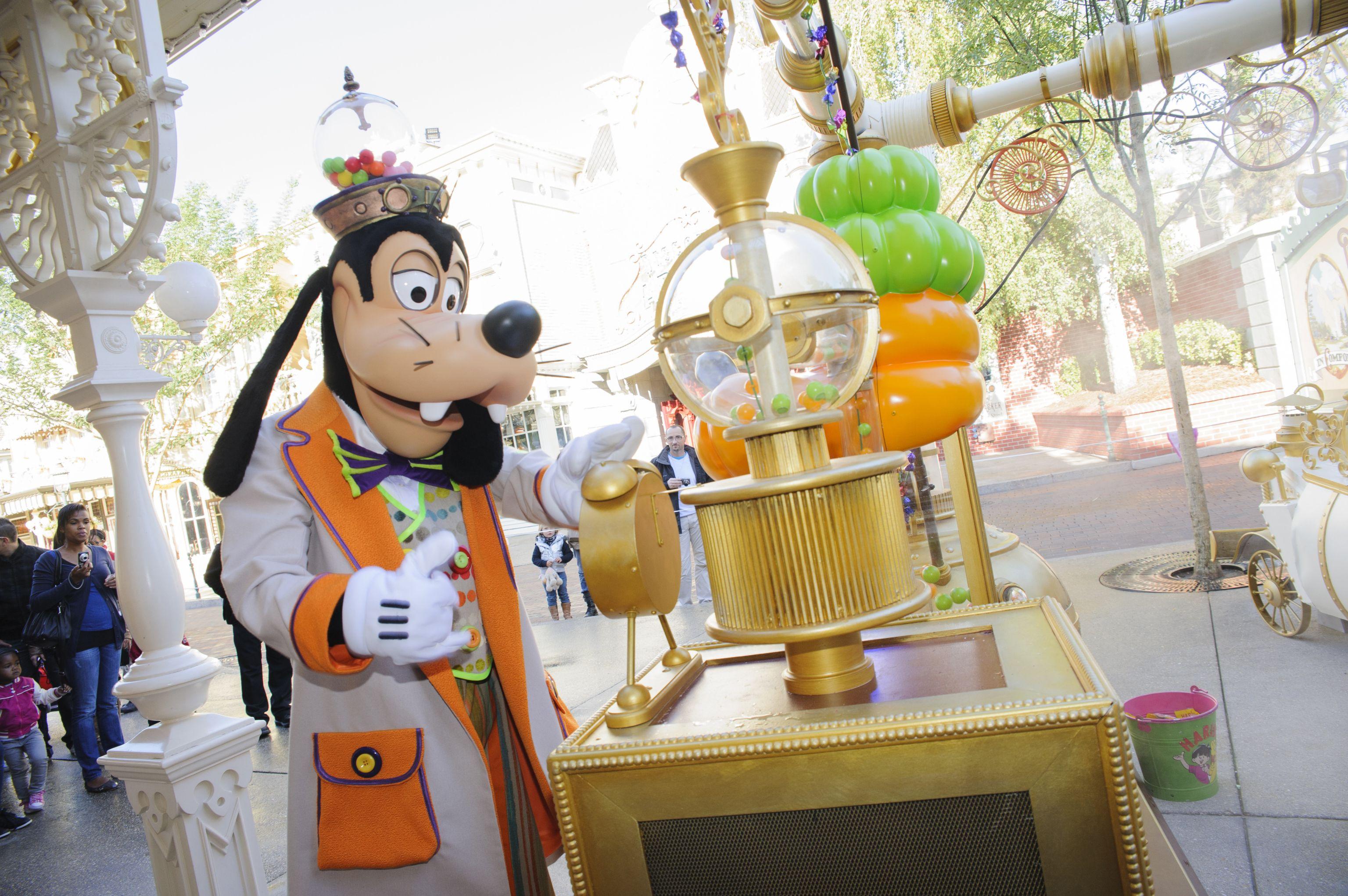 Spooky Goings Halloween Disneyland Paris