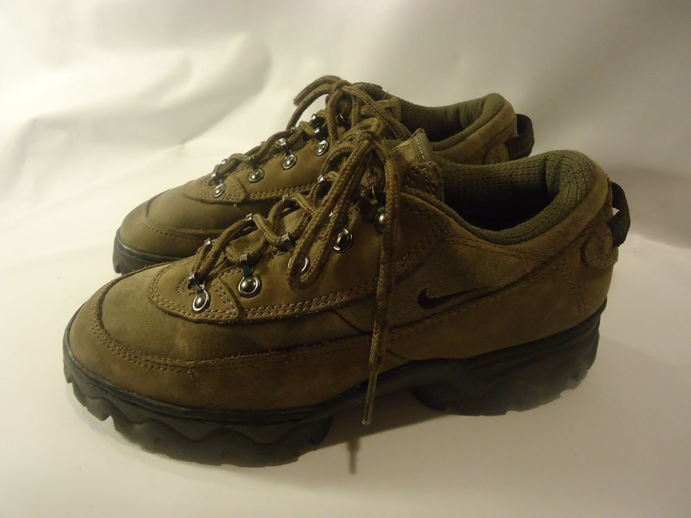 finest selection d7ff6 054c8 VINTAGE Nike ACG Womens Shoes Trail Hiking Backpacking Brushed Leather Sz-7