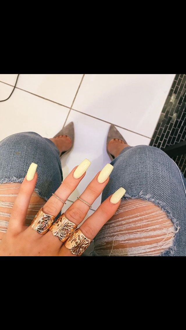 Kylie Jenner Pastel Summer Yellow Nails