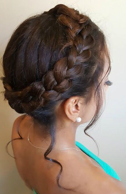 Halo Braid Updo For Natural Textured Hair Natural Hairstyles Halo Braid Twisted Updo Style Fashion Natural Hair Styles Hair Styles Braided Hairstyles Easy