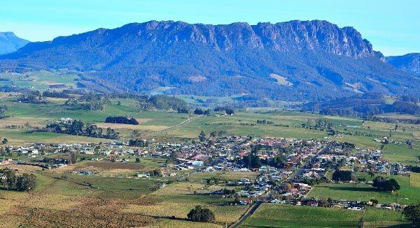 Mount Roland - North West Tasmania (near Sheffield). Photo by Dan Fellow for Think #Tasmanie,,,,,,jolie  vue  de  plaine  y  montagne     surement  froide,,,,,**+