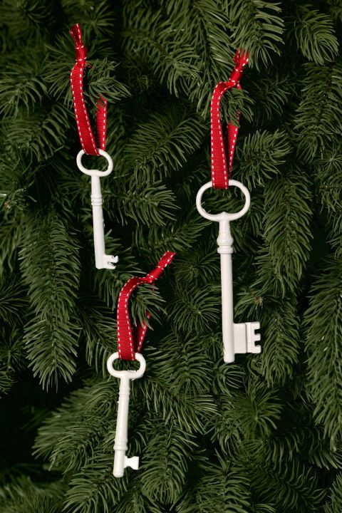30+ DIY Christmas Decorations That Are Merry and Bright Seasons - christmas decorations diy