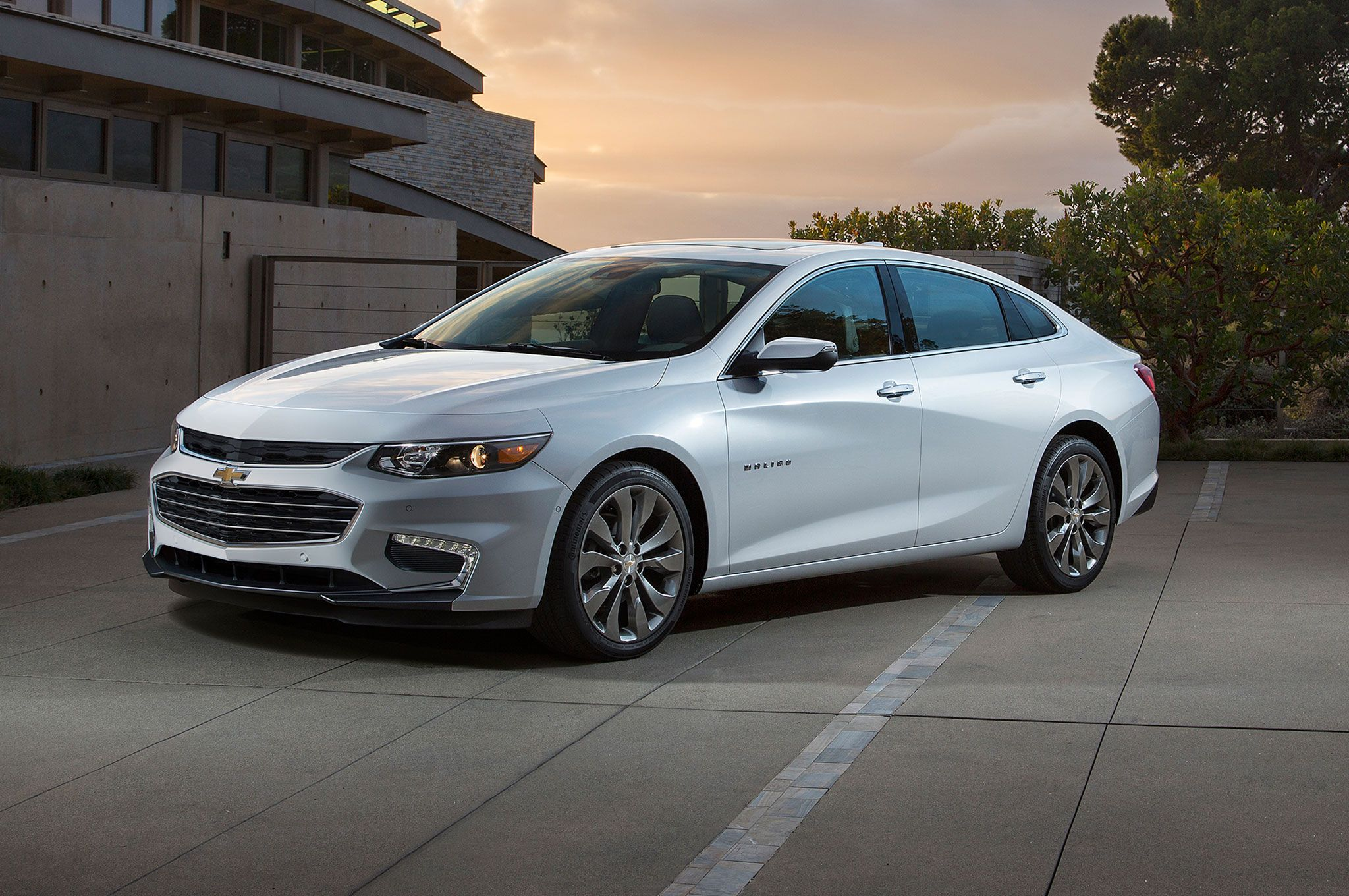Chevrolet just unveiled its brand new 2016 malibu hybrid at the new york auto show and it s stylish lighter and more efficient thanks to a jolt of