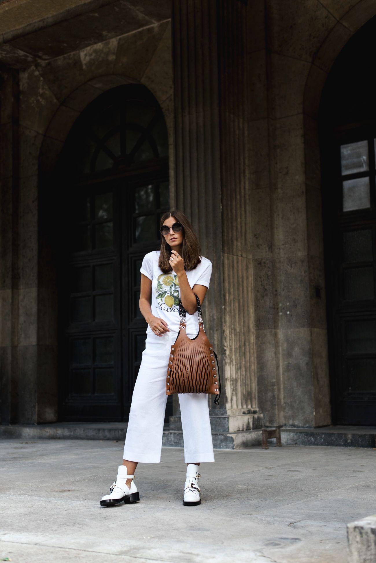 1a94cf71b3a Nina Schwichtenberg trägt einen All White Look mit Balenciaga Cut Out  Boots