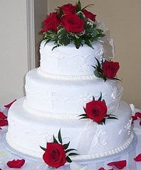 Lots Of Cheap Wedding Cake Ideas Www Cheap Wedding Cheap Wedding Cakes Wedding Cake Red Wedding Table Decorations Cheap