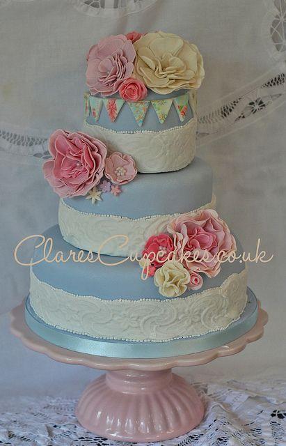 Vintage Cake by clarescupcakes.co.uk  via Flickr.
