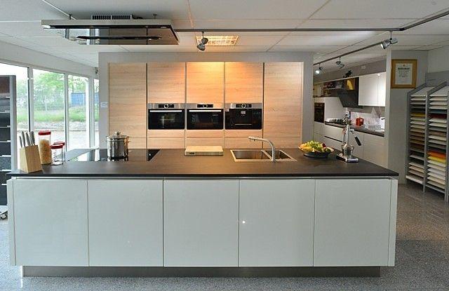 Häcker-Musterküche Häcker Systemat Modell AV4030 GL Grifflose - häcker küchen systemat