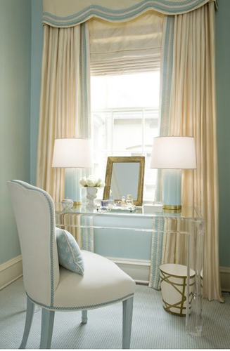 Small home office nook - love this idea by the window in our bedroom....