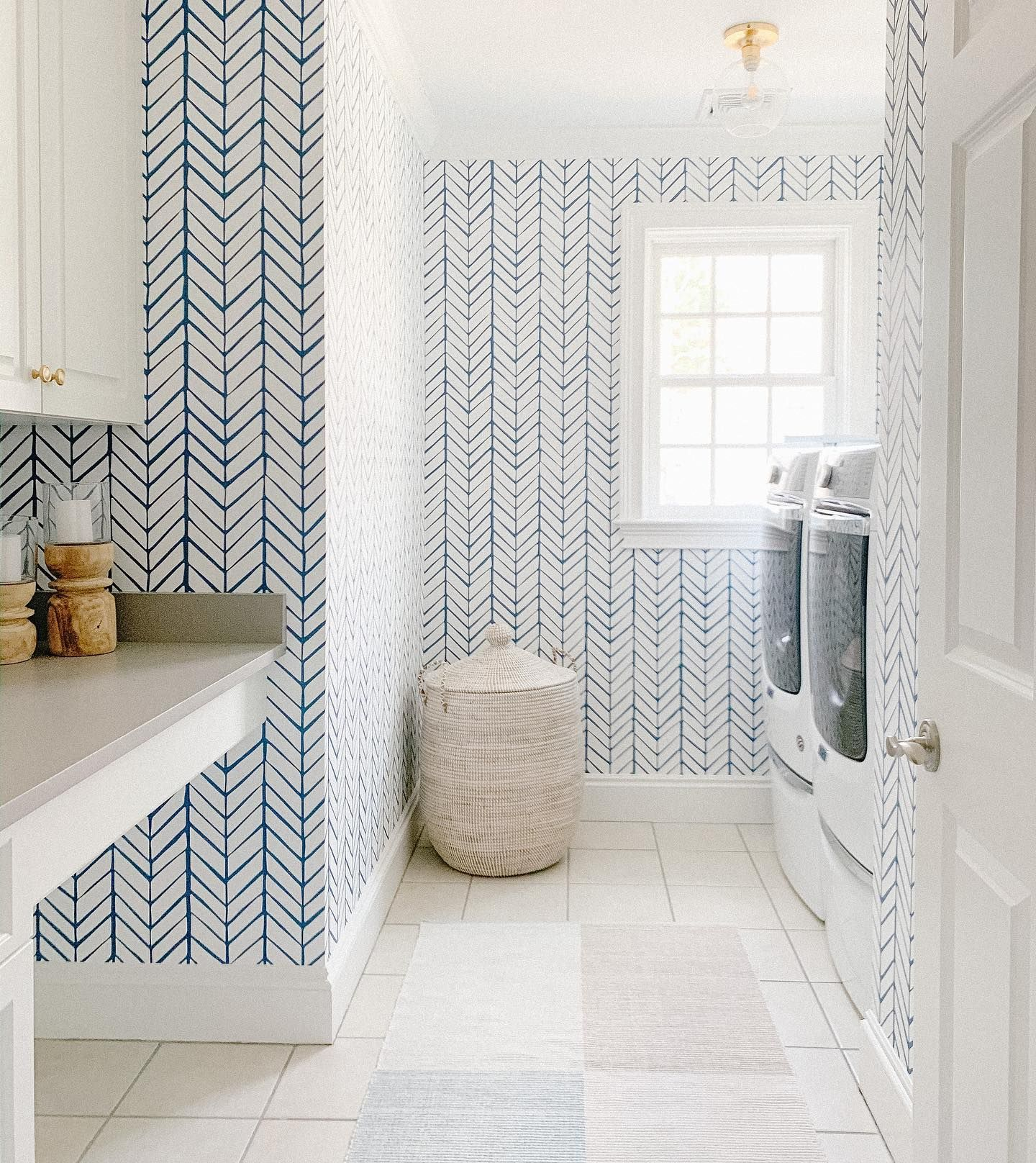 Feather Wallpaper in 2020   Feather wallpaper, Laundry ...