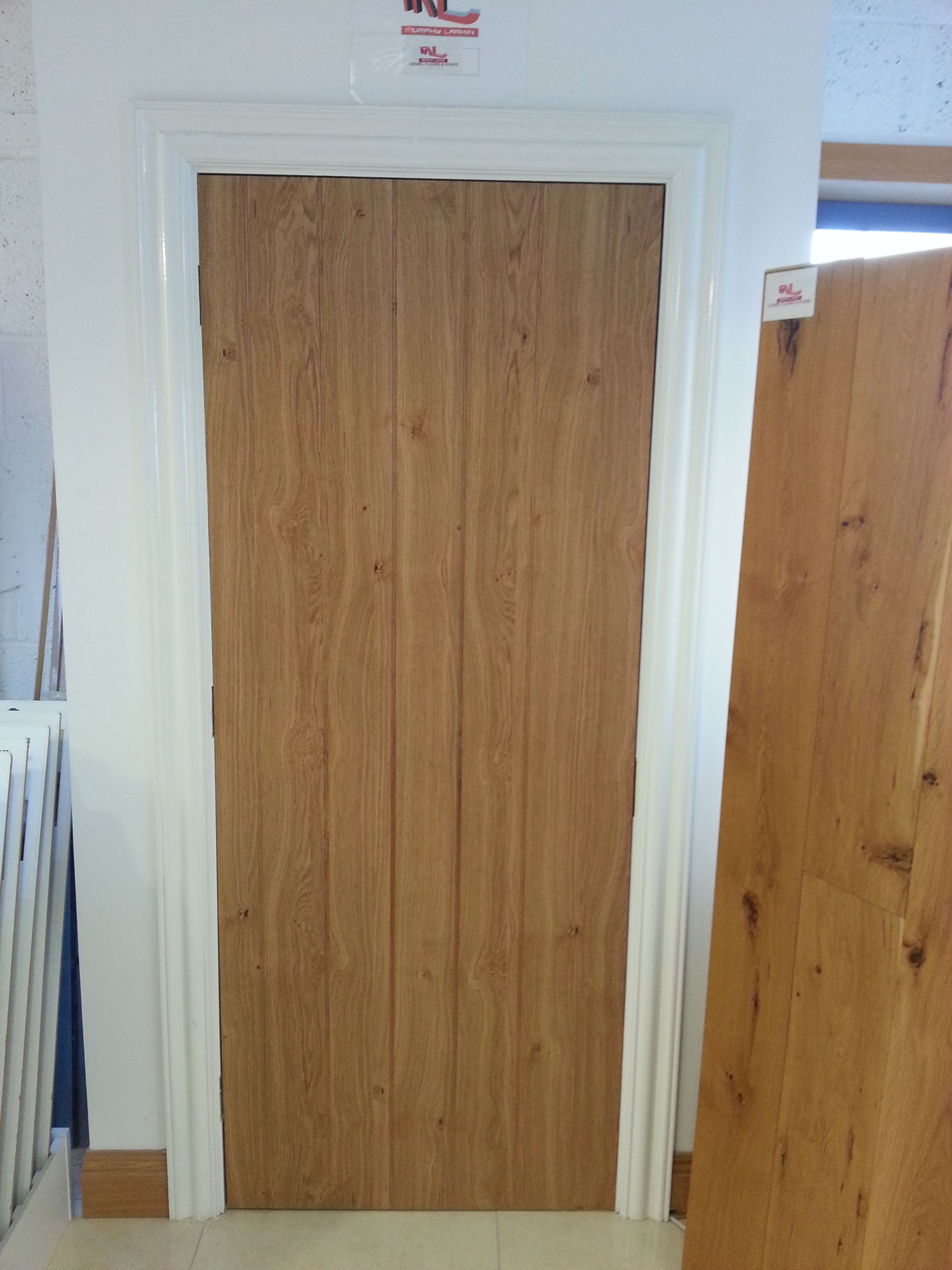 Cottage Oak Door With White Frame And Architrave Oak Doors Hall Decor Internal Doors