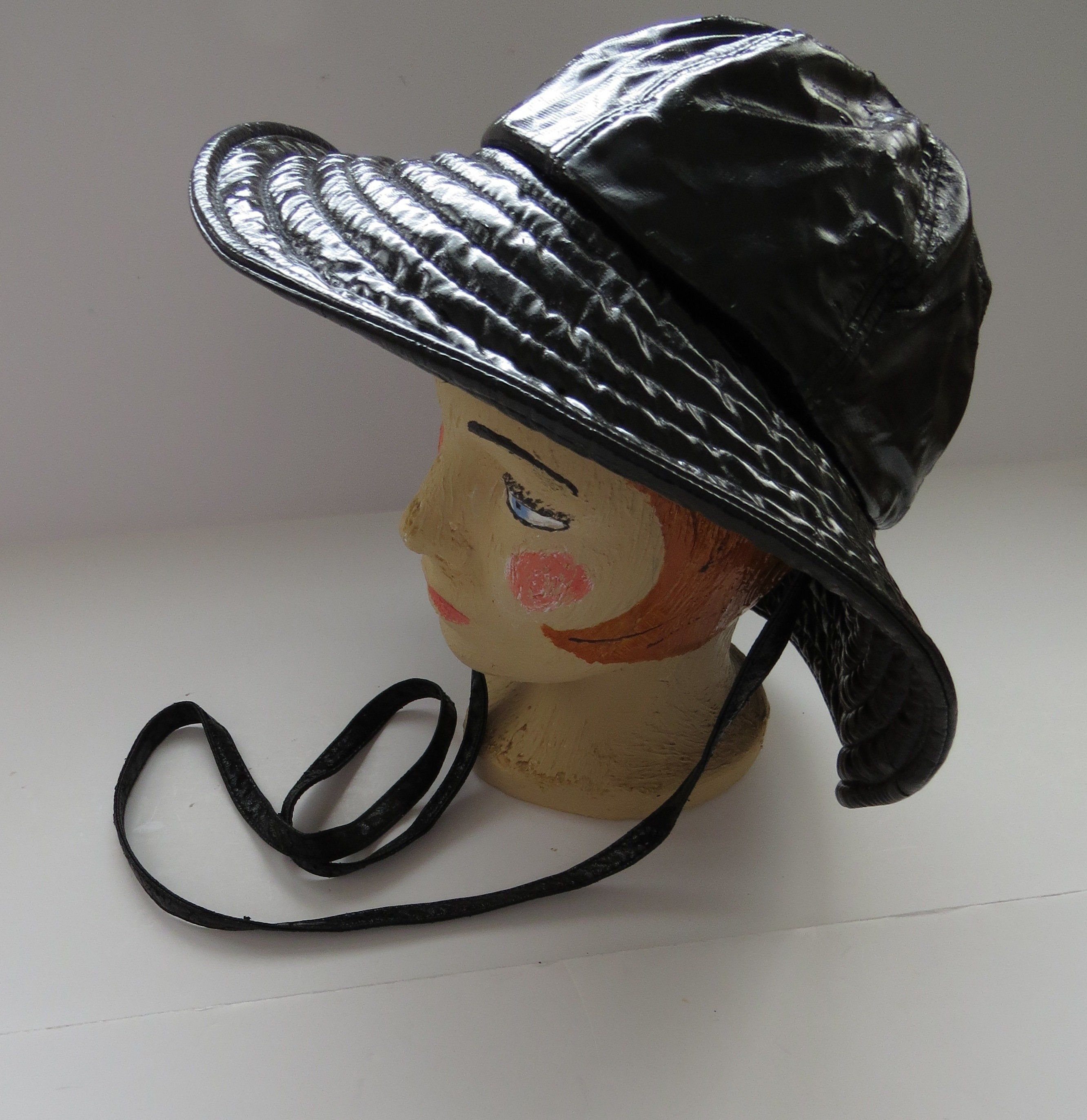 cd39de4afce140 1970s Black Vinyl Rain Hat by Totes - Retro Mod - Chic Stylish Rain Gear -  Wide Brim Bucket Hat - Vintage Womens Fashion Accessories