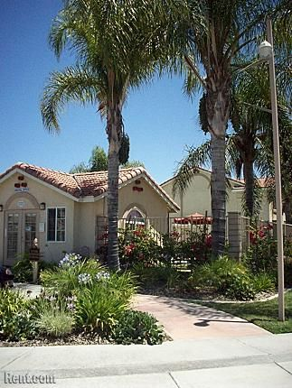 Redlands Towne Square 342 Dale Street Perris Ca 92571 Rent Com With Images Redlands Apartments For Rent House Styles