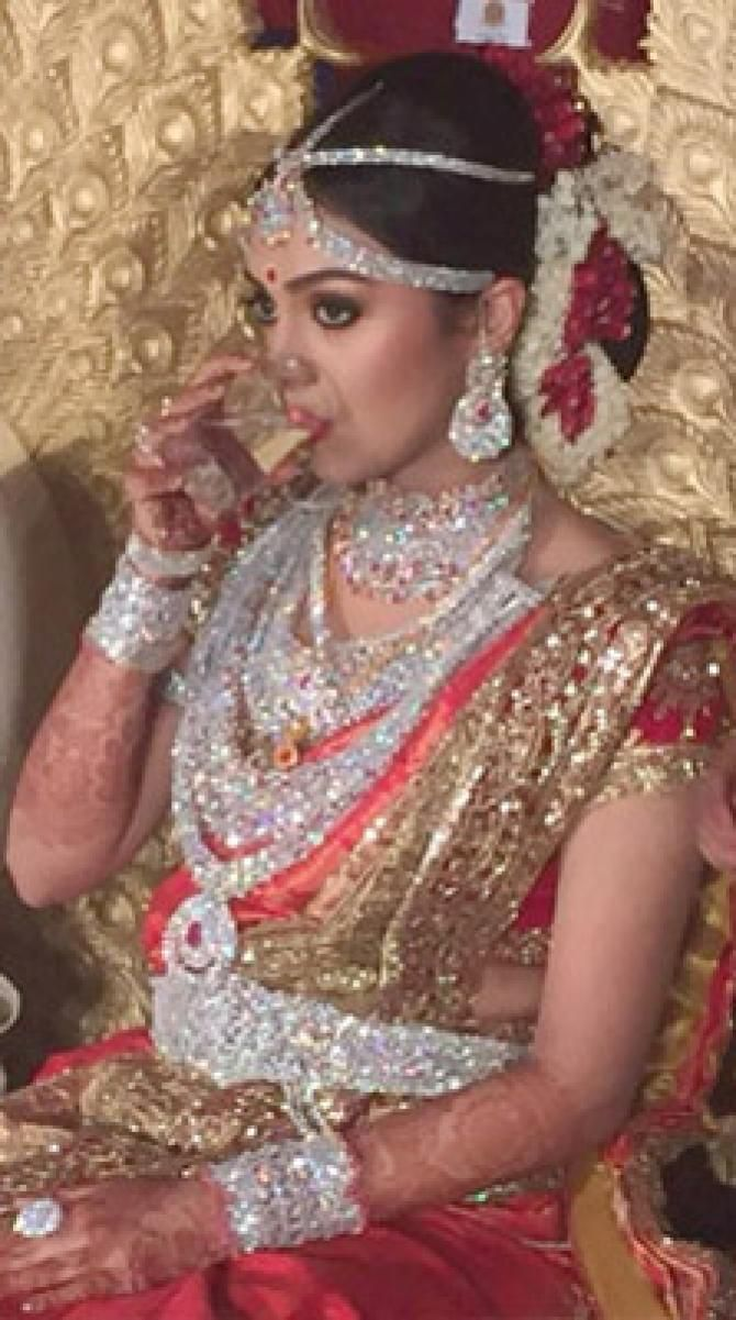 Richest Keralite Businessman S Daughter On Her Wedding Day No Gold Jewellery Only Diamonds Indianbride