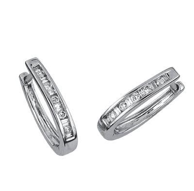 771a389f1789 Arracadas oro blanco 14k con 25 puntos de diamante corte brillante-baguette  Precio boutique  8