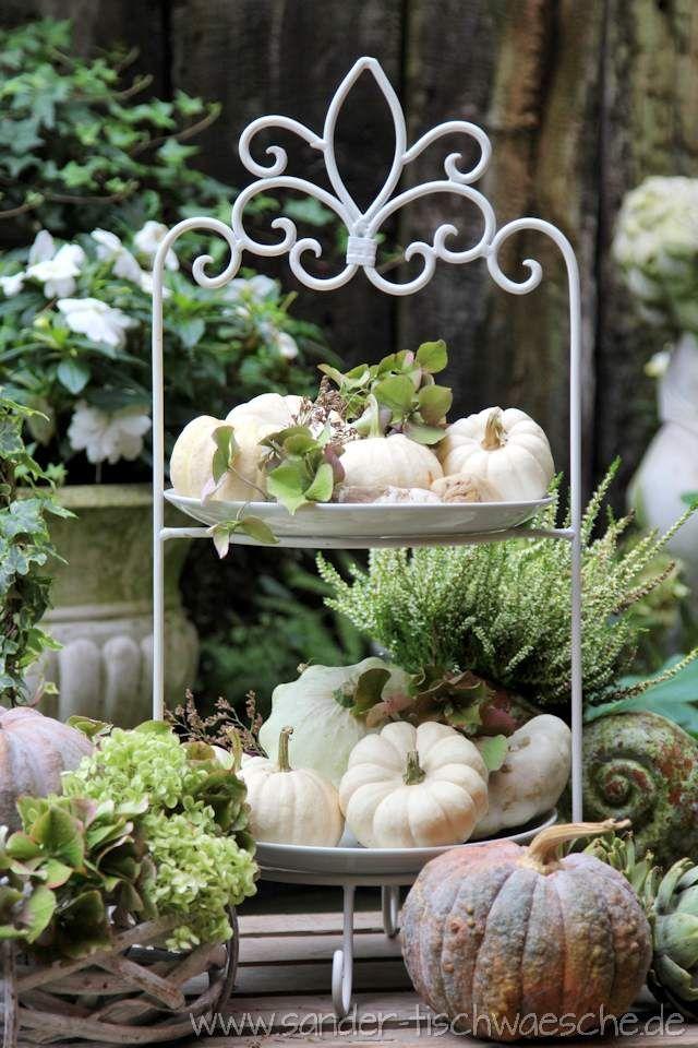 Gartendeko Weißer Kuerbis Auf Etagere Deko Pinterest