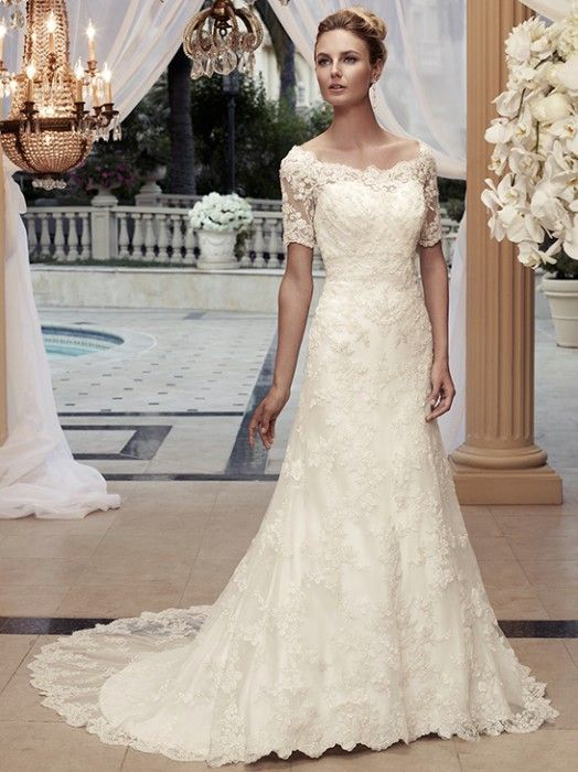 classic wedding dress - I believe out of all the dresses I've seen, this one is my favorite!