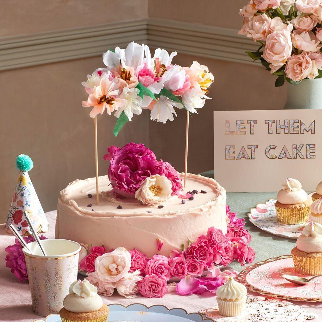 Pin by Elin Li Ai on Cake topper in 2020 Cake toppers