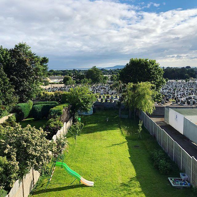 [New] The 10 Best Travel Ideas Today (with Pictures) - 이 창문에서 볼 수 있는 세상에 하나밖에 없는 이 각도의 풍경. 현재 더블린 집 창문을 통해서 보는 풍경이다 멀리 보이는 더블린만(Dublin Bay)과 내 방 사이에 … - Sidewalk - 웹