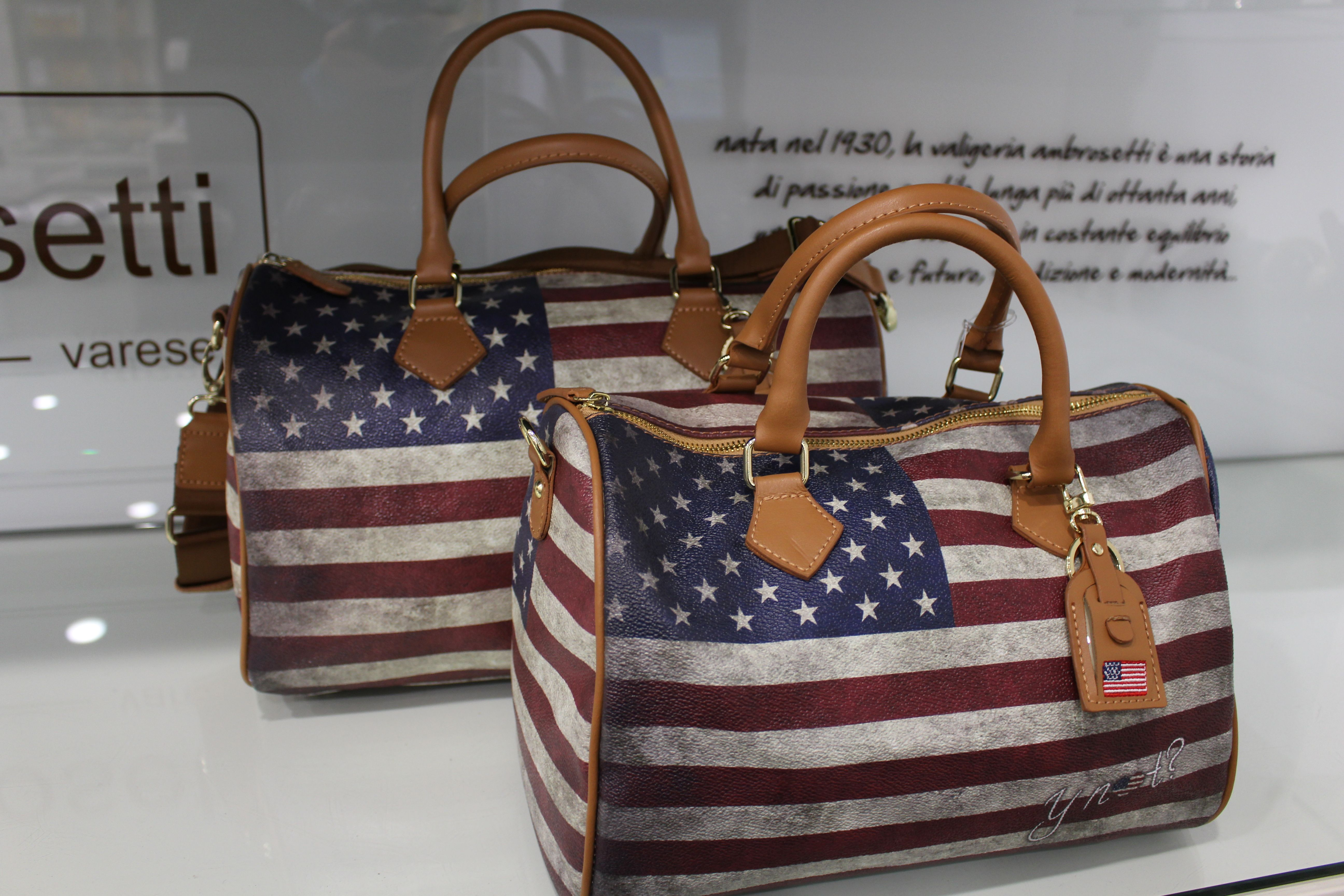 Il più venduto e il più amato dalle  fashion victims di Ynot  il  bauletto  USA collection 808958a7c78