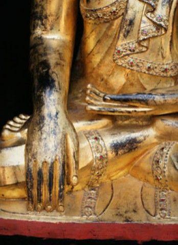 De symbolische handgebaren van Boeddhabeelden heten mudra's en zijn duizenden jaren oud. Antieke Boeddhabeelden.