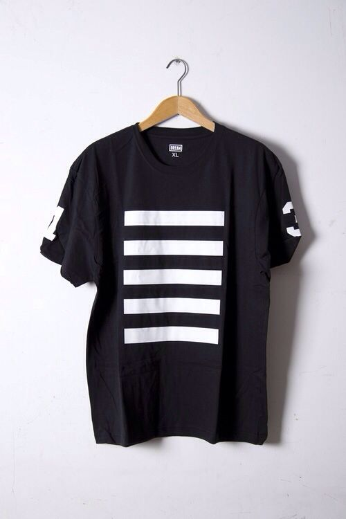 65d224c59 Top - T-shirt - Black - White vertical lines - All seasons] | Such a ...
