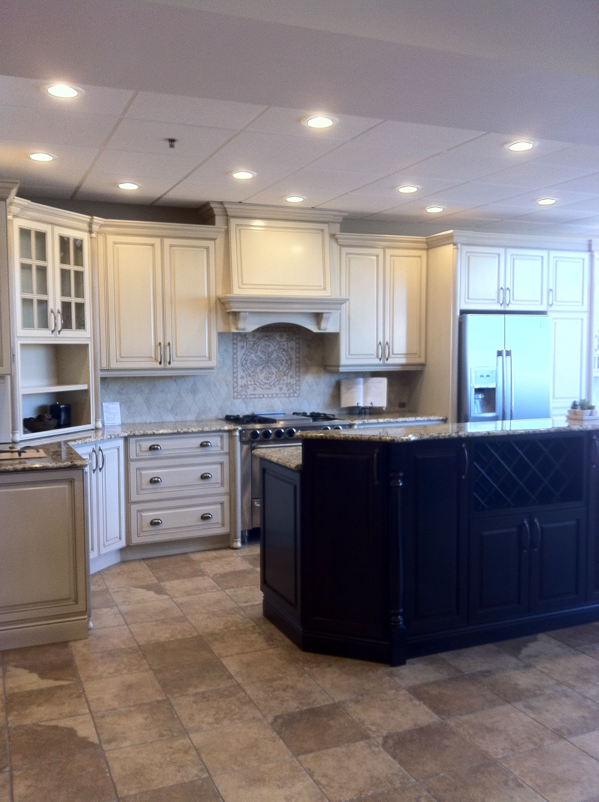 Best Gem Kitchen St Cecilia Granite Cherrywood With Lamb 640 x 480
