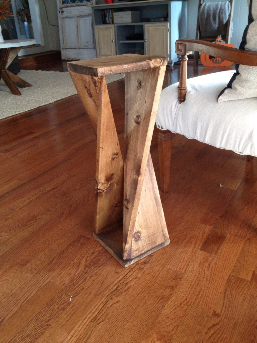 Twisty Table by Diaries Easy woodworking