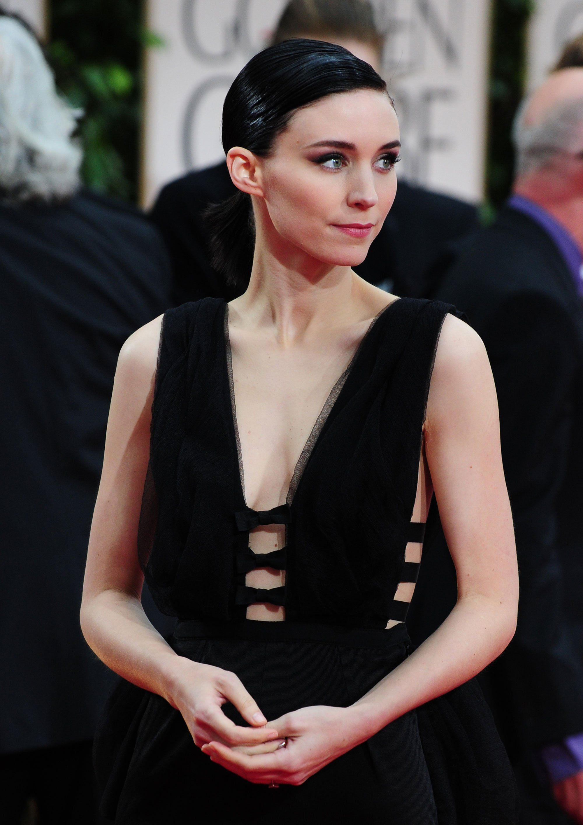 the 22 best golden globe beauty looks of all time | rooney mara