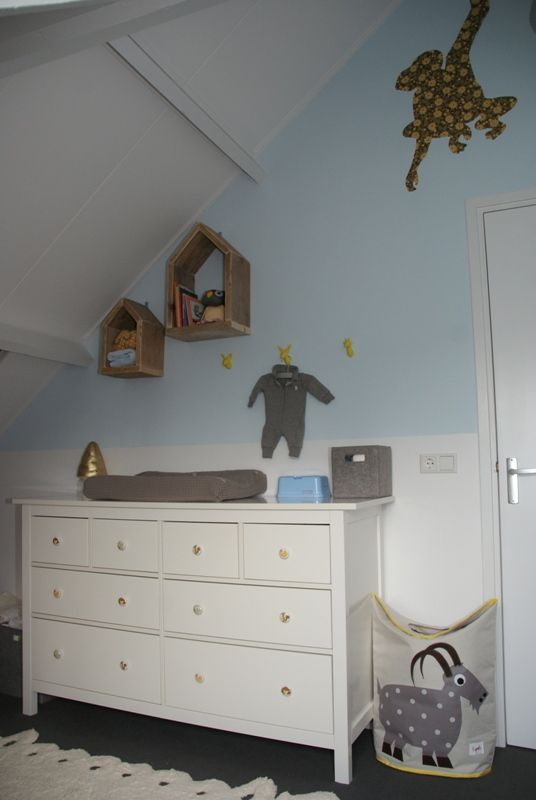 van een klant foto's van de babykamer in geel, grijs en lichtblauw, Deco ideeën