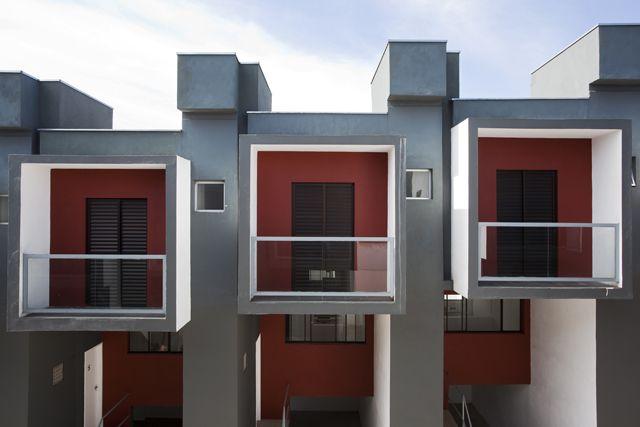 Proyecto en Brasil de viviendas populares. Casas adosadas contemporáneas. Arquitectura www.yurivital.com