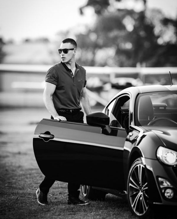 20 Cool And Masculine Men Styles With Sporty Cars Car Poses Car Photography Photography Poses For Men