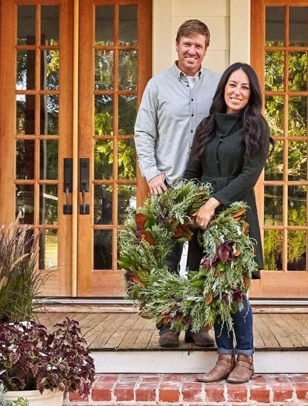 Fixer Upper Hosts Chip And Joanna Gaines Holiday House Tour Decorating Star