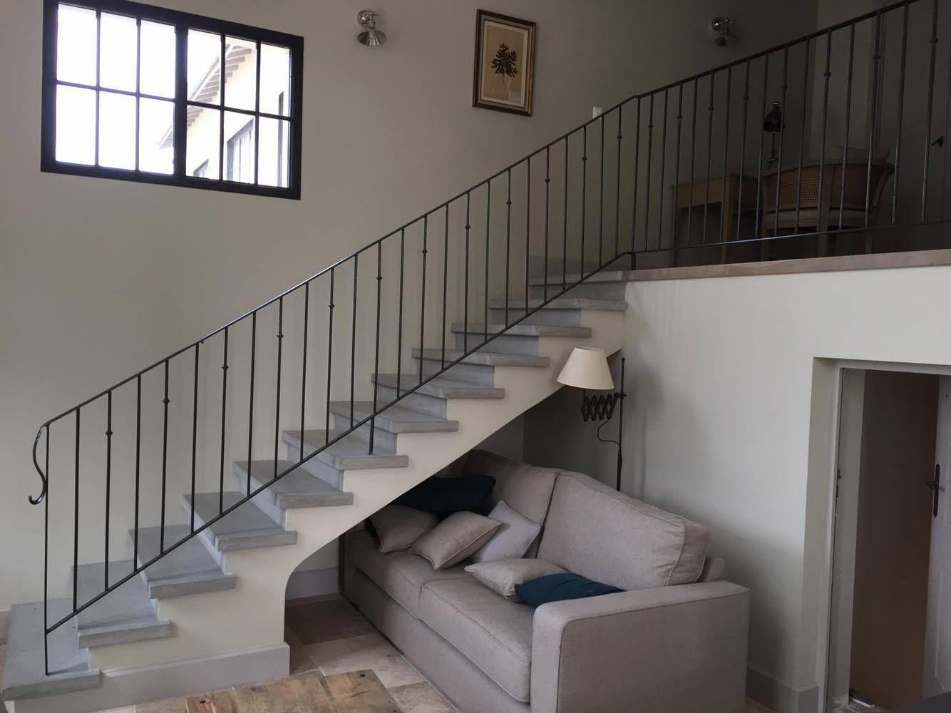 Fabrication Et Pose D Escalier En Beton Gris Lisse A Carcassonne Et Toulouse Escalier Beton Escalier Nez De Marche