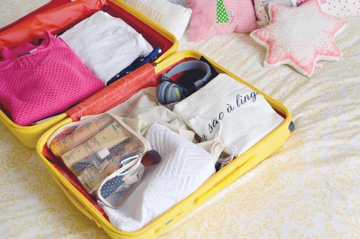 Les Demoizelles (France) #fashion #suitcase #yellow #pretty #Delsey
