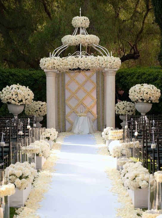 Unique Wedding Ceremony Arch Decoration Ideas 41