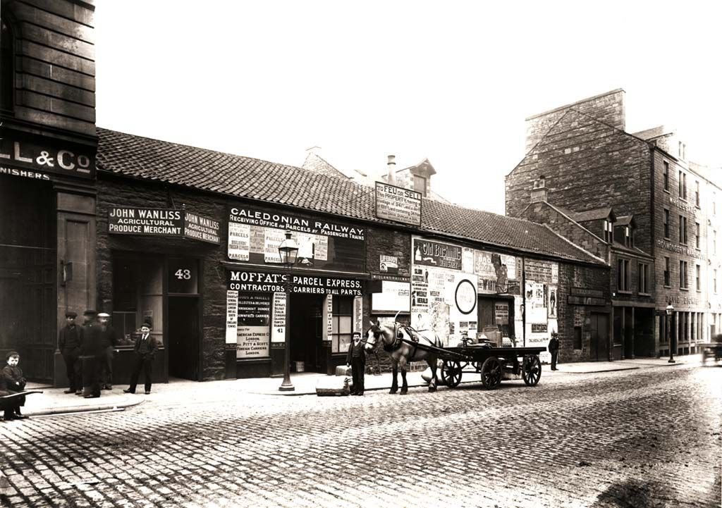 Horse drawn parcel express in Commercial Street, Dundee. (from http://www.leisureandculturedundee.com/library/houdini )