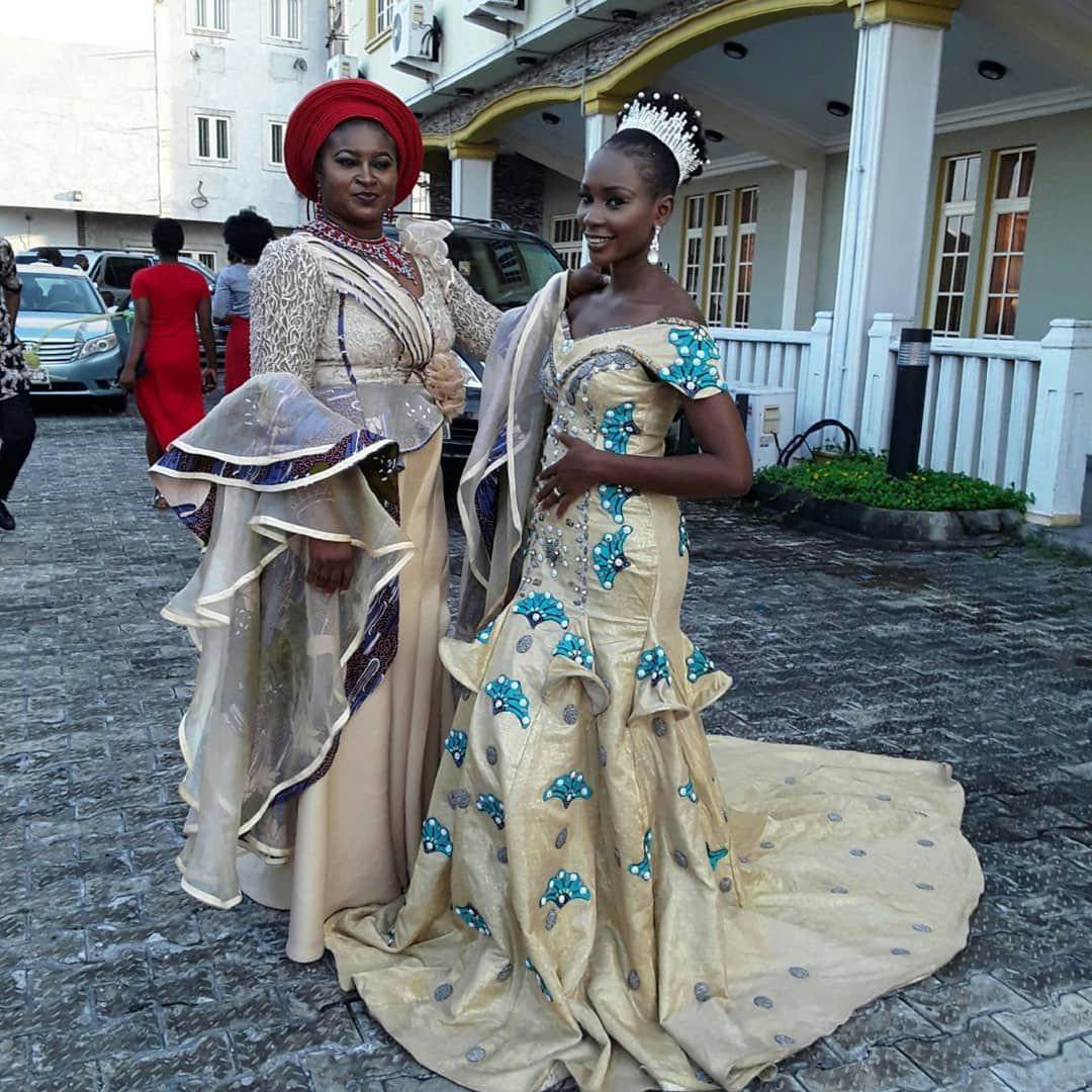 Statement Piece. The ovation was highest when the bride stepped in wearing an extraordinary maxi dress richly stonned and embellished with the african ankara print #tailoredbyturuglitz_couture #portharcourtdesigner #portharcourt #nigeriandesigner #nigerianwedding #portharcourtwedding #portharcourt #nigerianwomen #nigerianweddingguest #nigerianmensfashion #portharcourtwomen #riverstatewedding #riversstatewedding #riverstate #ankaradesigns #ankarafashion #ankara🇹🇷 #ankaraprint #ankarastyles #ank