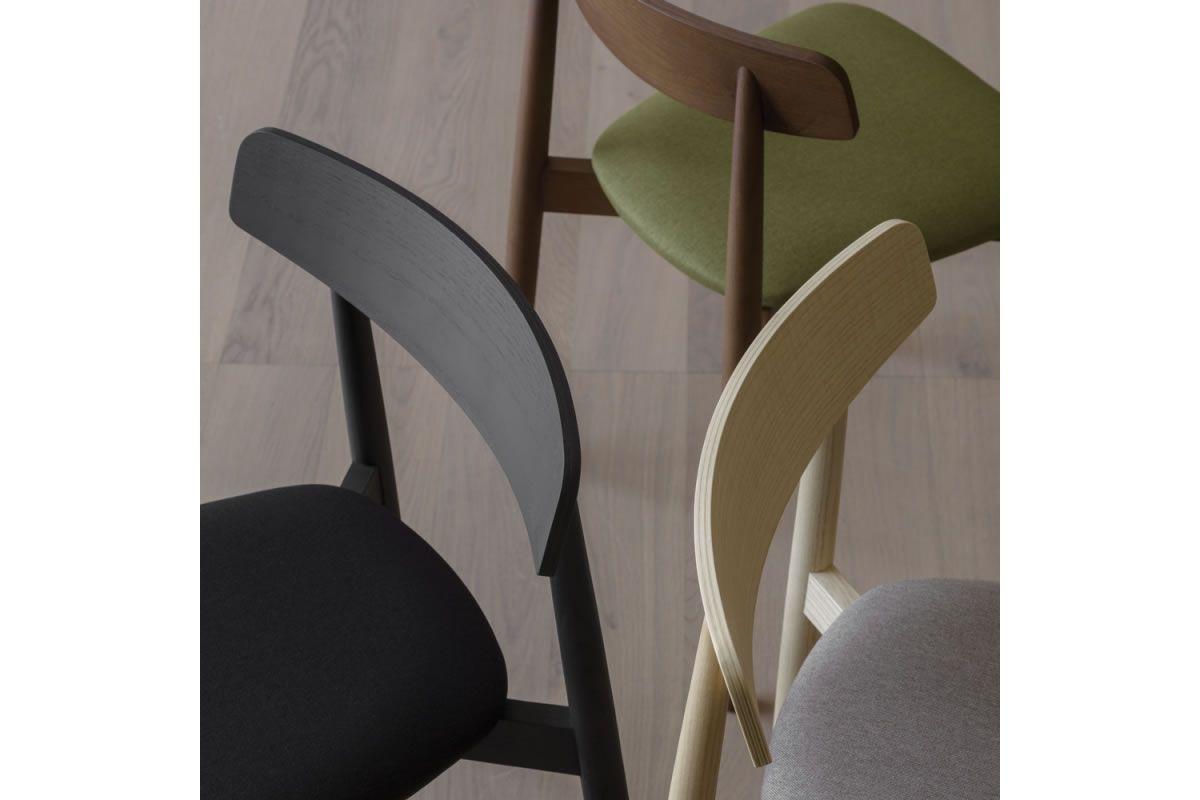 Sedia in legno di frassino con finitura anilina nera realizzata da ...