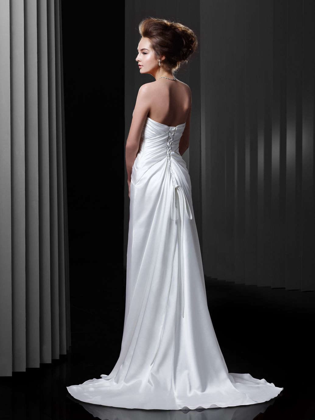 BT13-23 / Beautiful Collection / Enzoani / Available Colours : Diamond White, Ivory (back)