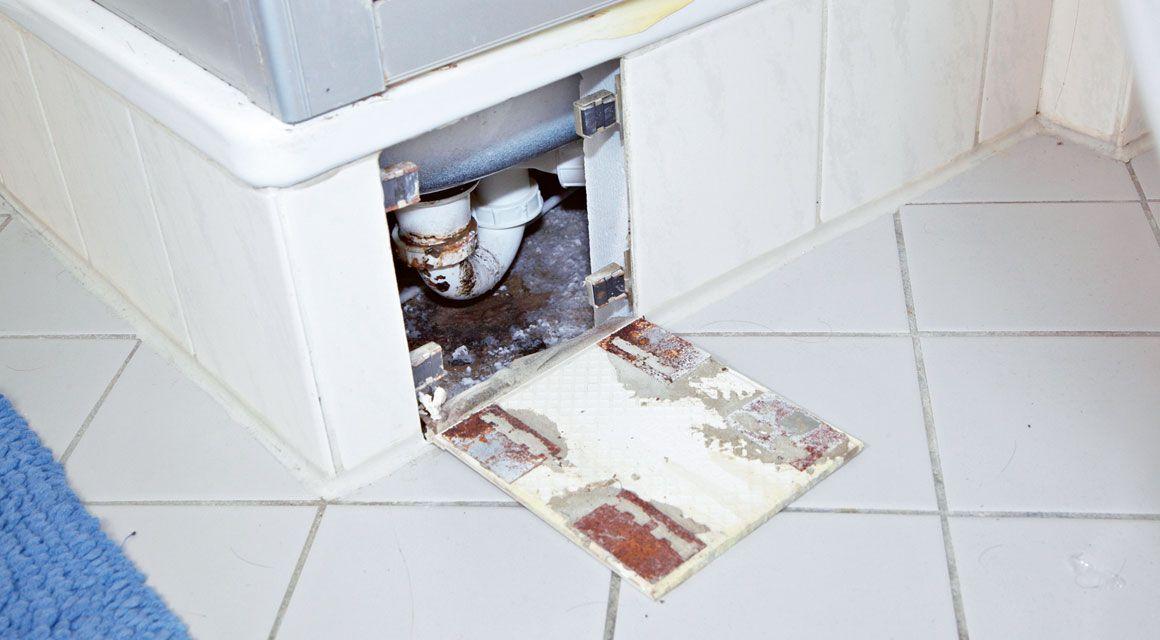 Badezimmer Renovieren So Werden Fliesen Fugen Und Co Wie Neu Bad Renovieren Badezimmer Renovieren Und Renovieren