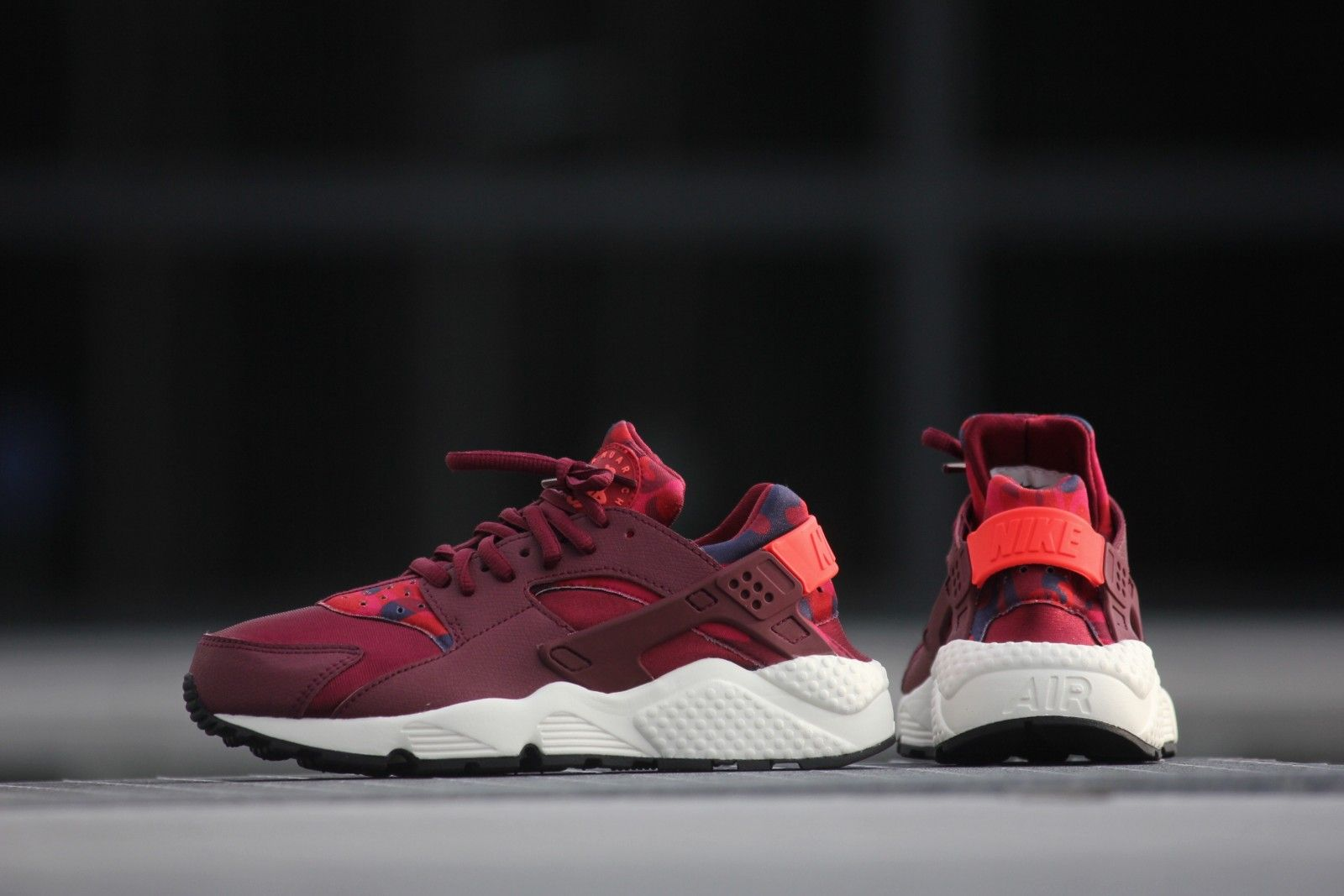 Nike Air Huarache granate