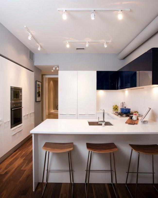 kuche-u-form-halbinsel-essplatz-holzboden-schwarze-oberschraenke - laminat für küchen
